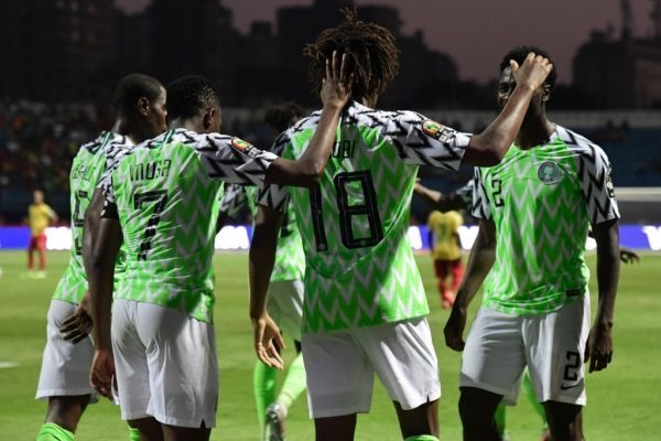 Nigeria's forward Alex Iwobi (C) celebrates his goal with teammates during the 2019 Africa Cup of Nations (CAN) Round of 16 football match between Nigeria and Cameroon at the Alexandria Stadium in the Egyptian city on July 6, 2019. (Photo by JAVIER SORIANO / AFP)
